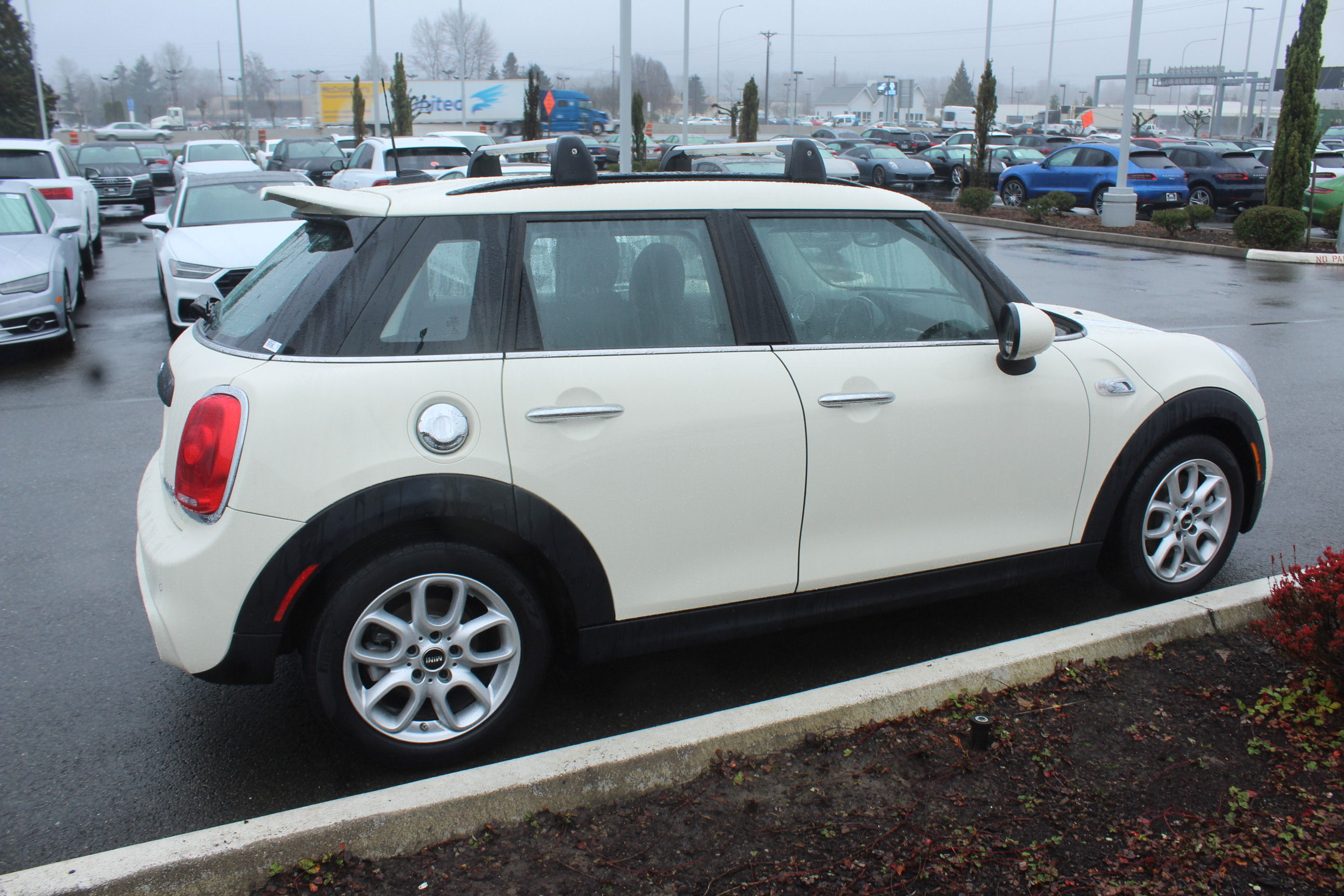 Pre-Owned 2017 MINI Hardtop 4 Door Cooper S